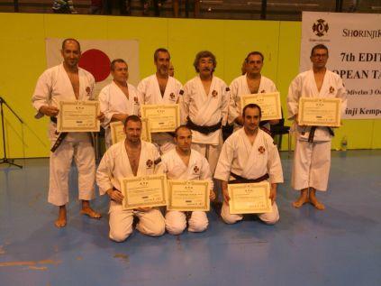Kenshis españoles con sus diplomas de 4º y 5º dan con Aosaka Sensei